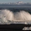 Crashing Waves by Patti Schulze