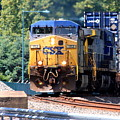 Csx Train Rounding The Bend by William Rogers