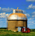 Cupola Grain Silo - Iowa by Mountain Dreams