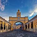 El Arco De Santa Catarina, Antigua, Guatemala by Sam Antonio Photography