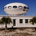 Flying Saucer House by Paul Lindner