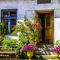 Garden House by Roberta Bragan