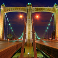 Hennepin Avenue Bridge Minneapolis by Wayne Moran