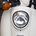 Honda Scooter by Carlos Diaz