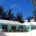 Horseshoe Beach Centre Bermuda by Ian  MacDonald