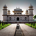 Itmad-ud-daulah Tomb by Maria Coulson