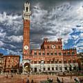 La Piazza by Hanny Heim