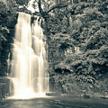 Maclean Falls New Zealand by U Schade
