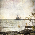 Manitowoc Breakwater Lighthouse 2015-1 by Thomas Young