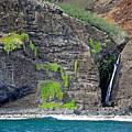 Na Pali Waterfall by Robert Meyers-Lussier