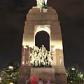 National War Memorial At Night by Joe  Ng