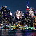 Nyc 4th Of July Fireworks Celebration by Susan Candelario