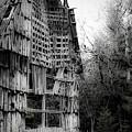 Old Barn by Lee Santa