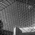Pyramide Du Louvre by Sebastian Musial
