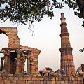 Qtub Minar, New Delhi India by Jaime Pomares