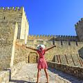Sao Jorge Castle Tourist by Benny Marty