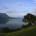Skc 3959 Overlooking The Lake by Sunil Kapadia