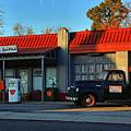 Wallys Service Station by Ben Prepelka