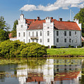 Wanas Slott With Reflection by Antony McAulay