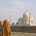 Women At Taj Mahal by Bill Bachmann - Printscapes