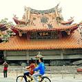 Wu Chang Gong by HweeYen Ong