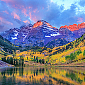 Autumn Colors At Maroon Bells And Lake by Dszc