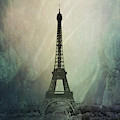 Eiffel Tower by Pete Hunt