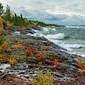 Stormy Waves On Lake Superior by Susan Rydberg