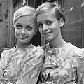 Twiggy And Crumb by Les Lee