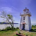 Walton Lighthouse by Ken Morris