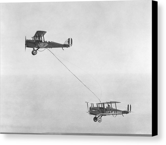 Science Photo Library - First mid-air refuelling, 1923