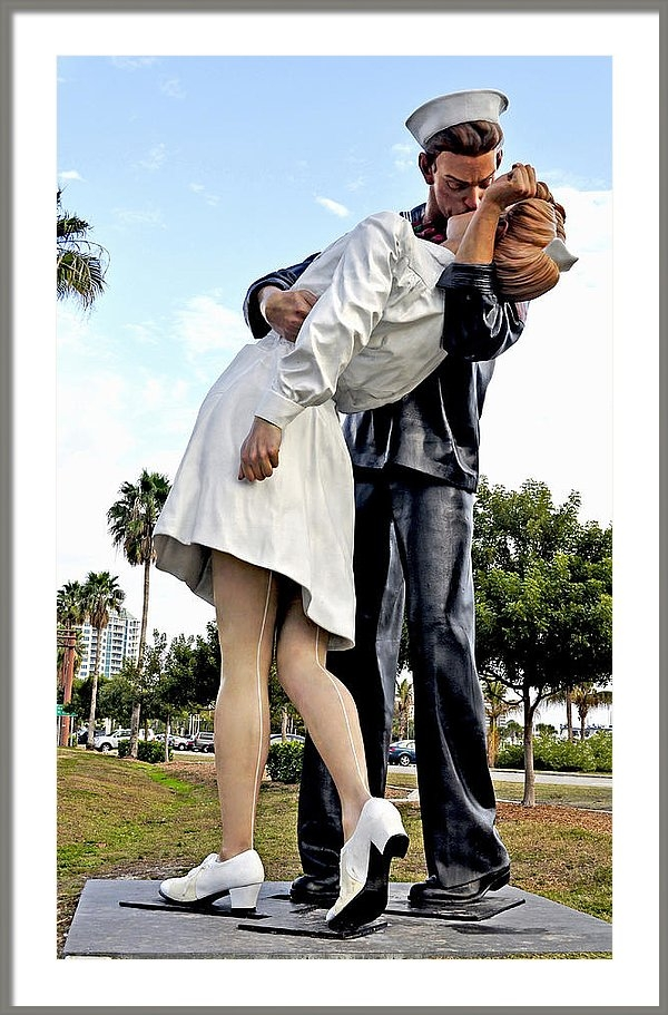 Sally Rockefeller - Nurse and Sailor Kissing Statue Unconditional Surrender Daytime
