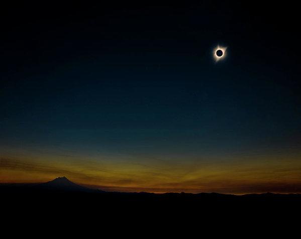 Pelo Blanco Photo - Mount Jefferson Solar Eclipse