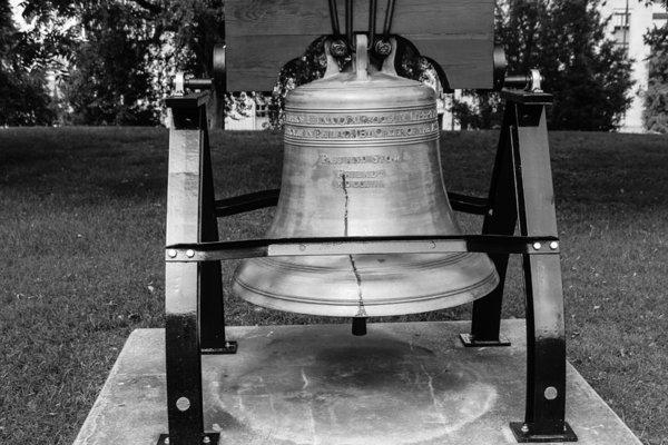 Robert Hebert - Bell at Tn State Capitol