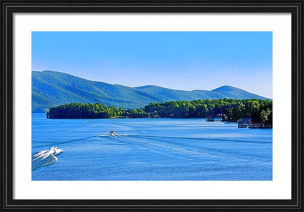 The American Shutterbug Society - Boaters on Smith Mountain Lake